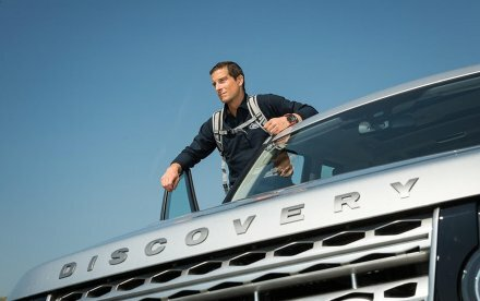 Bear Grylls i Land Rover Discovery-reklame